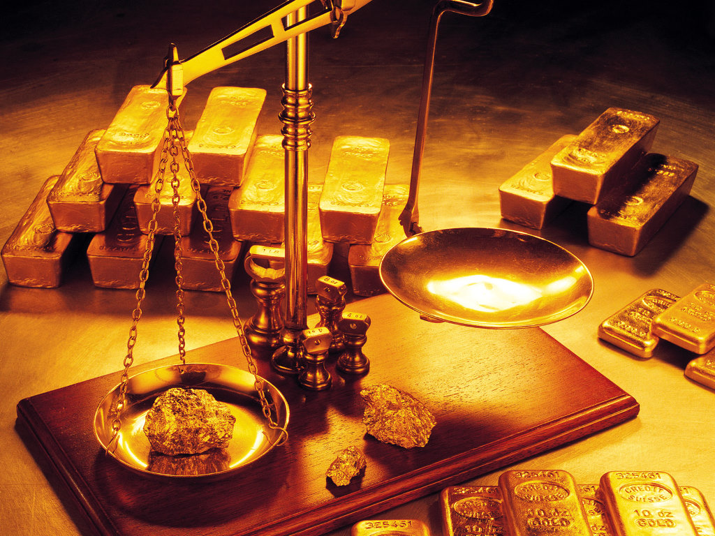 weighing gold